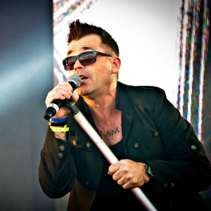 Mike Andrews (Robbie Williams Tribute)